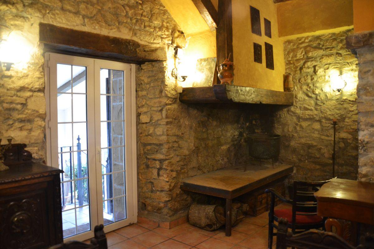 Chimenea txoko casa rural Belascoáin